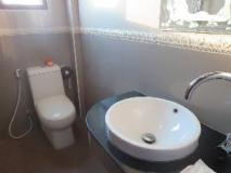 Lattana Phet Amone Chai Hotel: bathroom
