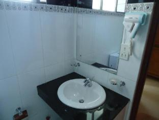 Hotel Stargazer Negombo - Standard Room-Bathroom