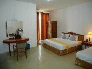 Hotel Stargazer Negombo - Triple Room