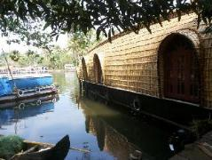 Hotel in India | Royal Life Houseboat