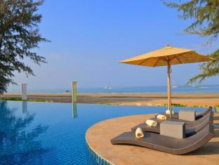 Twin Lotus Resort & Spa by The Unique Collection Koh Lanta - Beachfront Swimming Pool