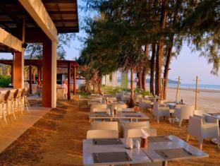 Twin Lotus Resort & Spa by The Unique Collection Koh Lanta - Barracuda Restaurant & Beach Bar