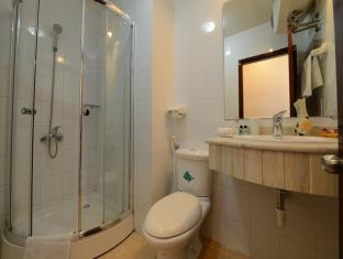 Artisan Lakeview Hotel Hanoi - Bathroom