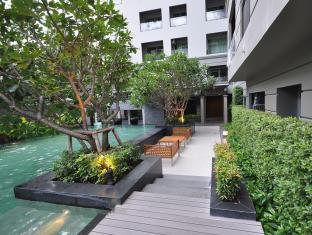 1-Bed Apartment at National Stadium BTS Station Bangkok - Swimming Pool