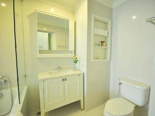 1-Bed Apartment at National Stadium BTS Station Bangkok - 1 Bedroom Deluxe Bathroom