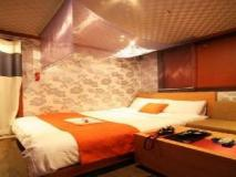 Plum Hotel: guest room