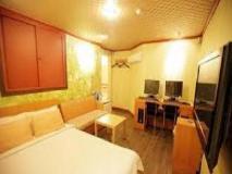 Plum Hotel: guest room