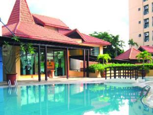 Somerset Surabaya Hotel Surabaya - Zwembad