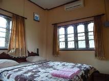 Souankhamphone Guesthouse: guest room