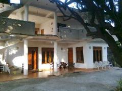 Pleasure Island Guest House | Sri Lanka Budget Hotels