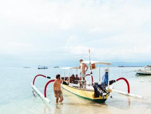 Bersantai Villas Lembongan Bali - The beach with our own captain Ketut, just ask Bersantai staff to arrnage your day out on the boat snorkelling and exploring