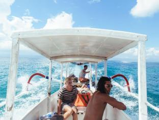 Bersantai Villas Lembongan Bali - So many great days out on the ocean, ask our staff to arrnage a boat trip for you with our captain!