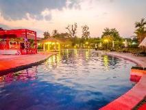 Dork Jumpa Hotel: swimming pool