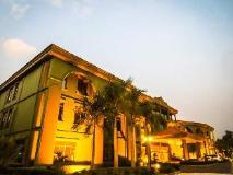 Dork Jumpa Hotel: exterior