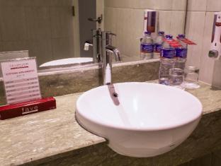 favehotel Braga Bandung - Bathroom