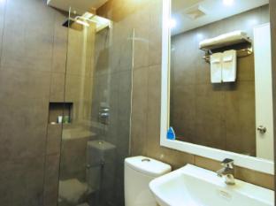 Astoria Greenbelt Manila - Bathroom