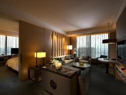 Grand King Corner Suite