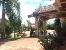 Bouasavanh Hotel: entrance