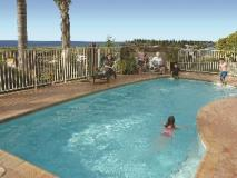 Captain's Quarters Villas: swimming pool