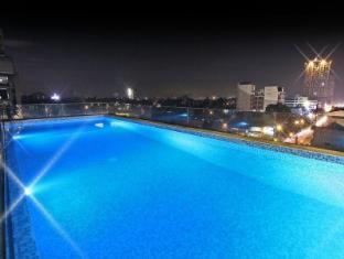 Luxent Hotel Manila - Infinity Pool
