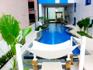 Baqacionista Traveler's Condo Manila - Swimming Pool