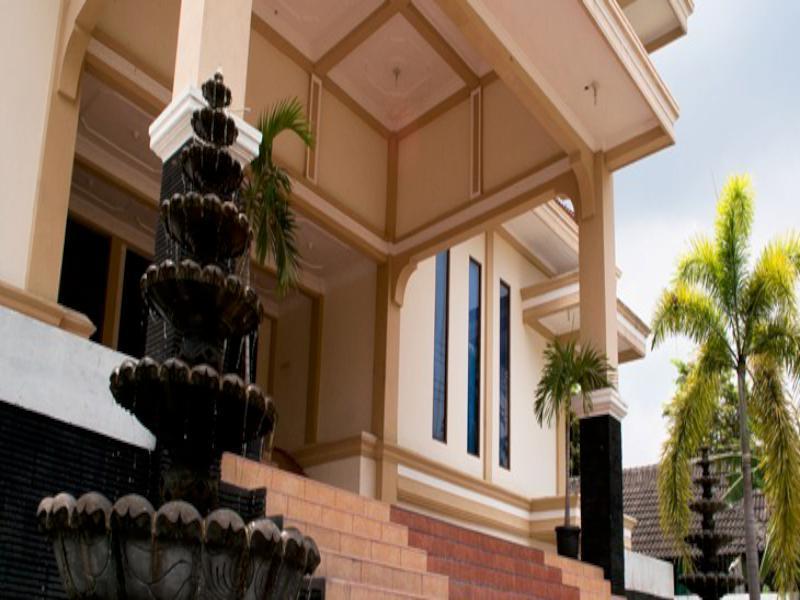King's Hotel Dekat Terminal Dan Stasiun Wates