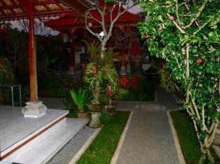 Swan Inn بالي - حديقة