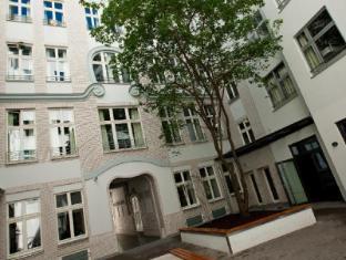 Generator Hostel Berlin Mitte Berlin - inner courtyard