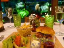 Blue Bird Hotel: food and beverages
