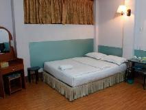 Stallion Hotel: guest room