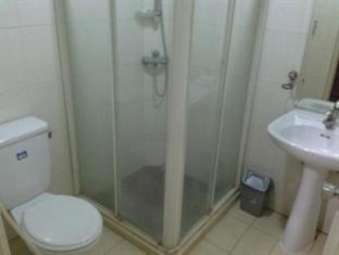 Grand Sumatera Hotel Surabaya - Bathroom