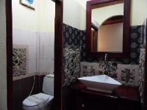 Sakura Guest House: bathroom