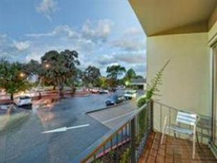 Statesman Hotel Canberra - Balcony King