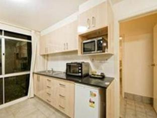 Statesman Hotel Canberra - Two Bedroom Kitchen