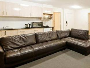Statesman Hotel Canberra - Two Bedroom Lounge Room