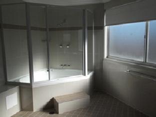 Statesman Hotel Canberra - Spa Bath