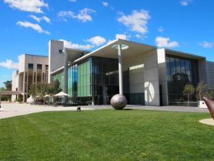 Statesman Hotel Canberra - National Gallery of Australia