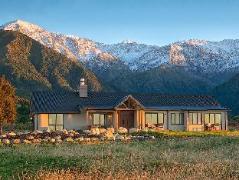 Manakau Lodge   New Zealand Hotels Deals