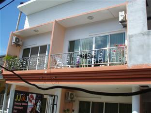 JJ&J Patong Beach Hotel פוקט - בית המלון מבחוץ