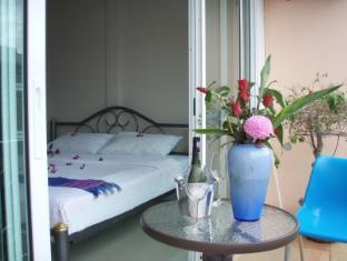 JJ&J Patong Beach Hotel Пхукет - Вітальня