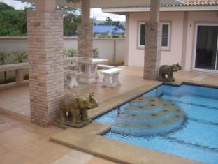 Narnia Resort Pattaya 2 Pattaya - Swimming Pool