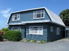 Dolphin Lodge Backpackers Hostel | New Zealand Hotels Deals