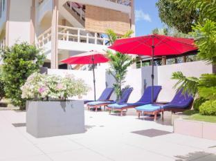 Alona Northland Resort Bohol - Sunbeds in Restaurant Area