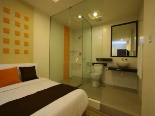 360 Xpress Citycenter Budget Boutique Hotel Kuching - Deluxe Queen