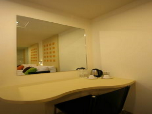 360 Xpress Citycenter Budget Boutique Hotel Kuching - Desk
