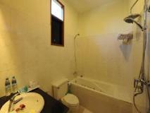 Sky Palace: bathroom