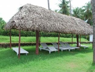 Prince Park Farmhouse Resort Pondicherry - Poolside Sitting