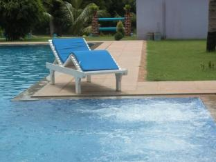Prince Park Farmhouse Resort Pondicherry - Swimming Pool