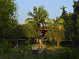 Jungle World Resort Chitwan - Garden