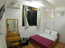 Penguin Hotel: guest room